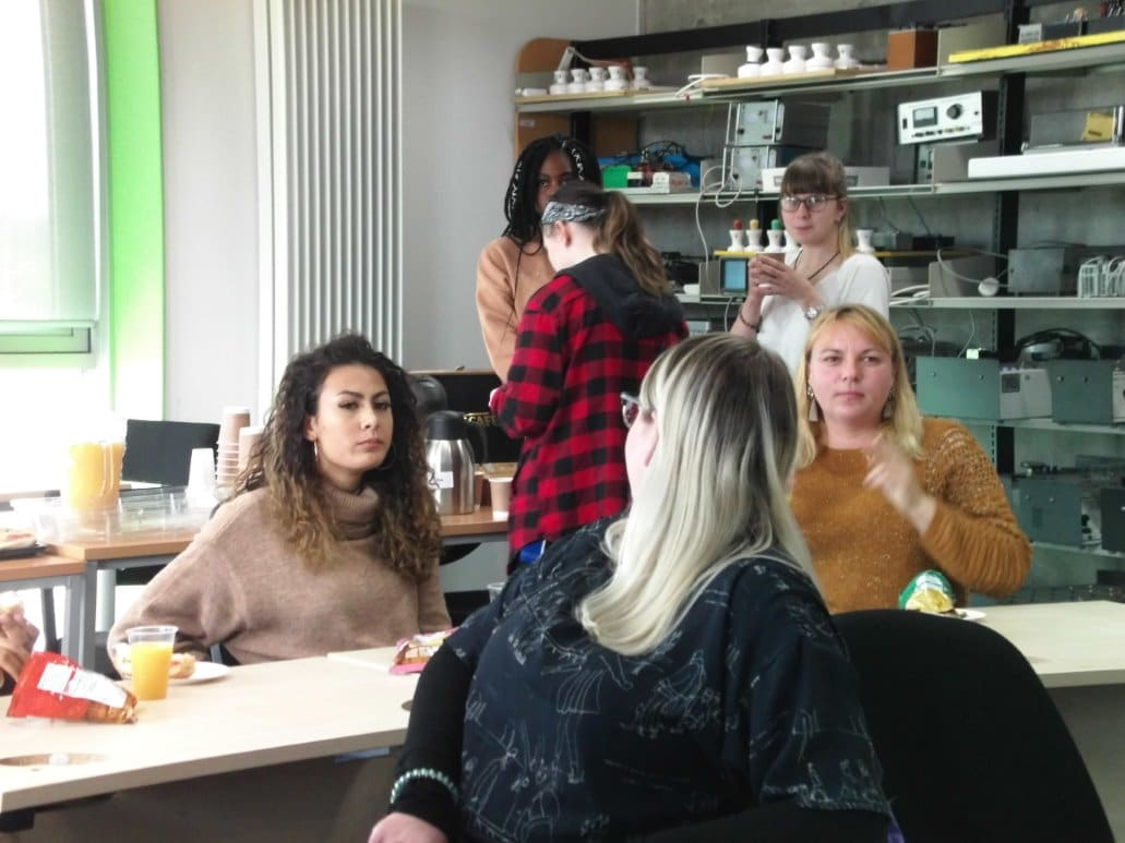 Discussions between students at meeting