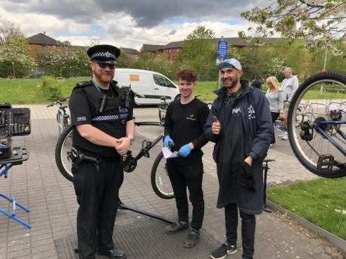 Dr Bike session at Springburn campus - technician and police