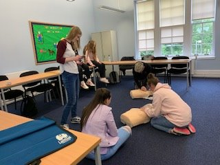 students learning heartstart