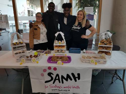 4 students selling cakes