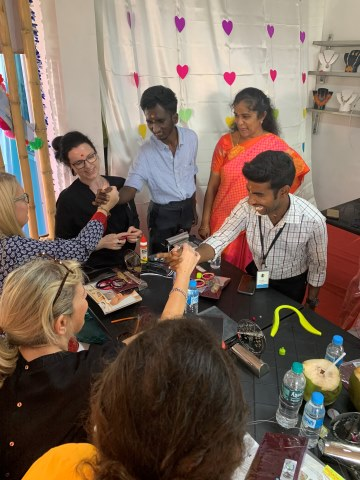 Jewellery workshop with hosts